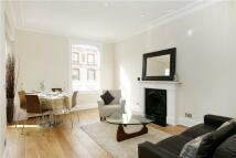 2 bedroom Flat in Cheniston Gardens...