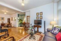 2 bed house in Warwick Gardens, London...