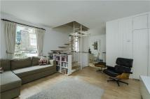 2 bedroom Mews to rent in Queens Gate Mews...
