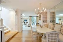 2 bed Apartment in Ovington Square, London...