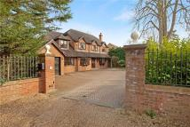 5 bedroom Detached property in Lower Cookham Road...