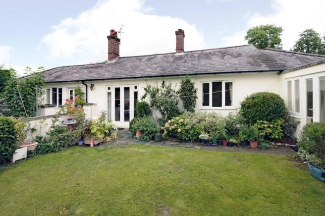 3 Bedroom Bungalow To Rent In Knowle Park Lane Cranleigh