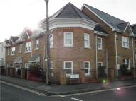 Flat to rent in North Street, Egham...