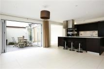 Town House to rent in Seymour Road, Wimbledon...