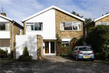 4 bedroom Detached house in Badgers Walk, New Malden...