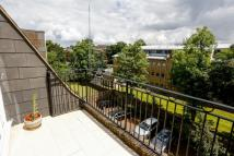 Penthouse to rent in Lansdowne Road London...