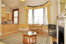Flat to rent in Sutton Court Road...