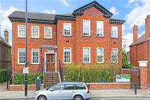 2 bedroom Flat to rent in Sutton Court Road...