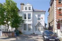 Flat to rent in Thorney Hedge Road...