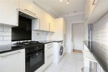 3 bedroom Flat to rent in Meade Close, London, W4