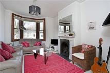 Flat to rent in Wellesley Road, London...
