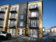 Flat to rent in Blackthorne Road, Ilford...