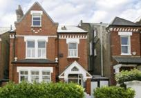 5 bed Detached home in Thurleigh Road , London
