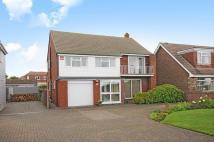 4 bed Detached home in Sea Front...