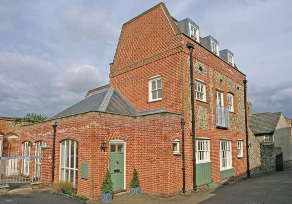 3 Bedroom House For Sale In Whiting Street Bury St