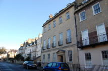 3 bed Ground Maisonette in Upper Church Street...