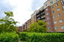 2 bedroom Flat in Squires Court...