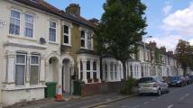 3 bed Apartment to rent in Shirley Road, London