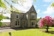 7 bed Detached Villa in Broadlie Park Broadlie...