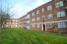 Ground Flat to rent in Longbridge Road, Barking...
