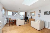 Apartment to rent in St Johns Hill Battersea...