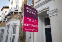 4 bedroom Flat to rent in Warriner Gardens SW11