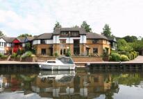 Town House in Harefield, UXBRIDGE...