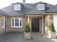 6 bed Detached house in Bumbles Green Lane...