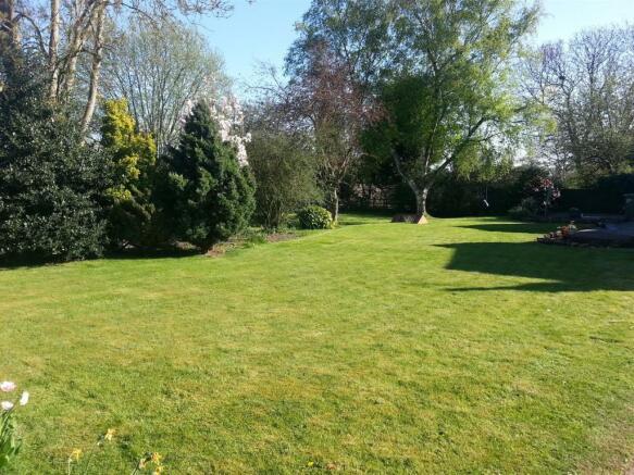 Garden Vndr 3.jpg