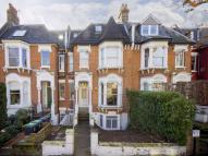2 bed Flat in Mount View Road...
