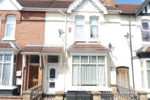 Terraced home to rent in Alexander Road...