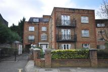 3 bedroom Apartment in Kingsmount Court...