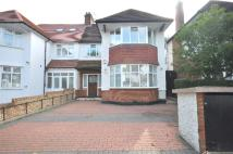 5 bed house in Ravenscroft Avenue...