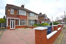 4 bed home in Colin Park Road, London...
