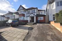 Town House to rent in Allington Road