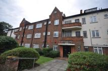 Flat to rent in Holmefield Avenue