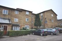 2 bedroom Flat in Greenway Close