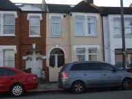 Flat to rent in PEVENSEY ROAD, SW17