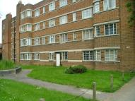 Flat to rent in Warwick Gardens