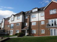 Apartment to rent in Kingswood, Surrey