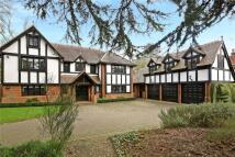 5 bedroom home in Nightingales Lane...