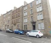 Flat to rent in Provost Road, Dundee...