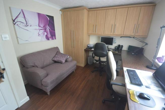 Ground floor bedroom/study