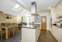 4 bedroom home in Chestnut Grove, Balham