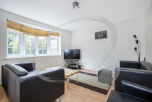 3 bedroom property to rent in Bushey Down, Balham
