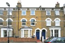 Apartment to rent in Dalyell Road, London