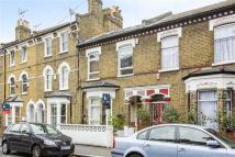 5 bed property in Dalyell Road, LONDON