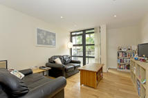 3 bed Flat to rent in Scott Avenue, London...