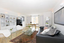 2 bedroom Flat to rent in Keswick Road, London...