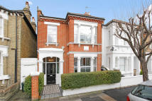 5 bed semi detached home in Haldon Road, London, SW18